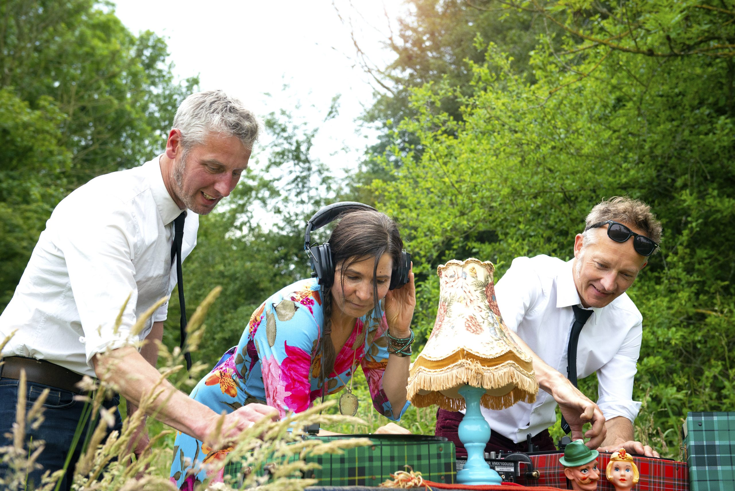 Pieter, Marieke en Erik zetten samen een plaatje op